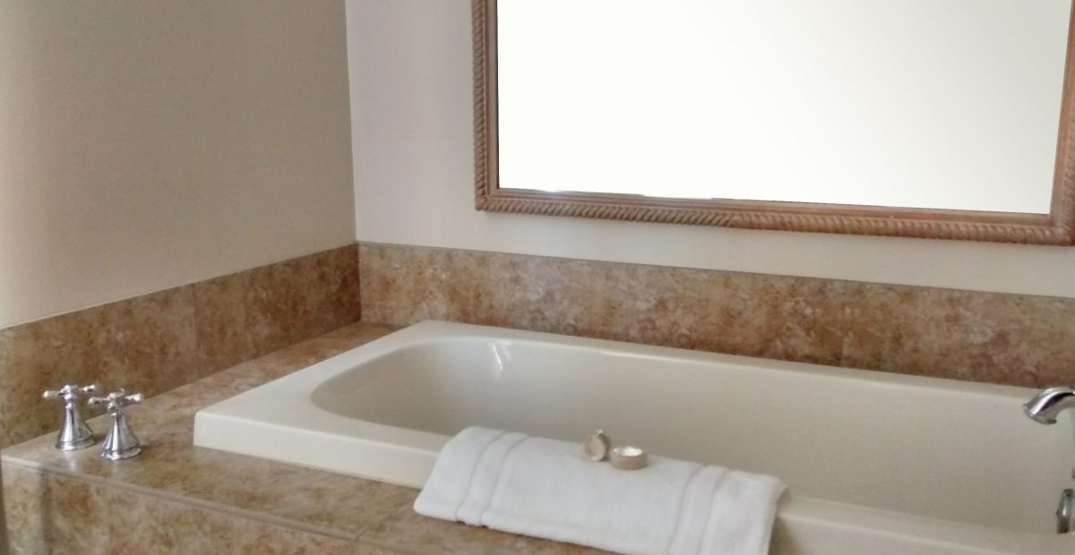 Library Suite Bubbling Soaking Tub
